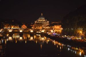 Restaurants, pizza, bar and ice-cream shop near to St. Peter's Basilica and Angel Saint Castle